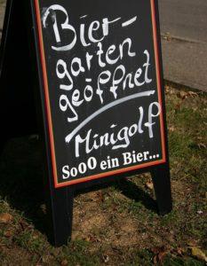 Aufsteller: Biergarten geöffnet