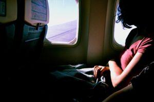 Foto: Frau im Flugzeug
