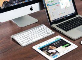 Eine optimierte Website in responsive Design, dargestellt für Desktop auf dem iMac und Macbook sowie für Mobil auf dem Ipad