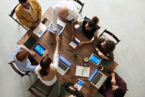 Das Marketing-Team einer Firma erarbeitet sich mit Web-Seminaren von Argo.Berlin einen Wettbewerbsvorteil im Online-Marketing